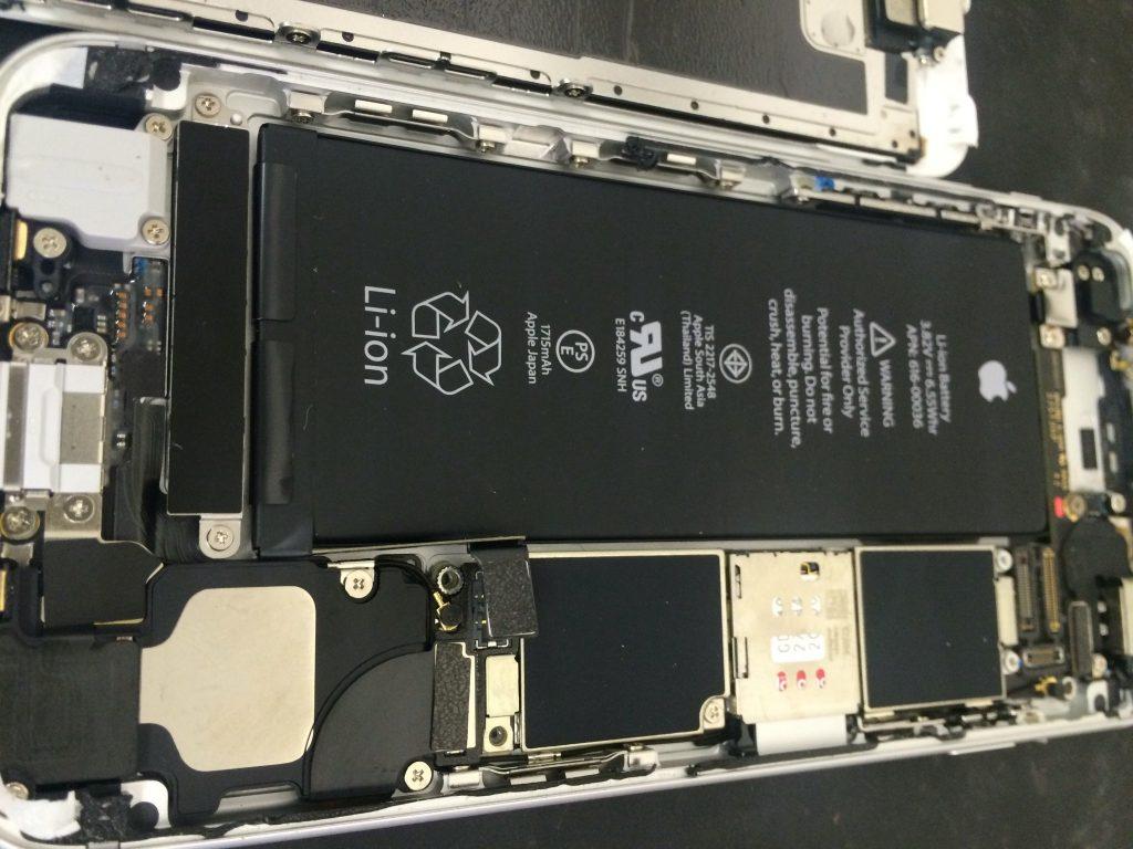 精密に作られているiPhone内部